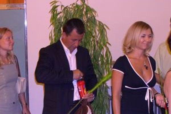 Rastislav Bilas ako gratulant na svadbe policajného viceprezidenta Michala Kopčika.