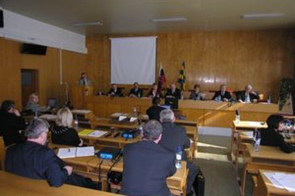Vranovskí poslanci chceli pôvodne šetriť. Nakoniec sa to skončilo odsúhlasením odmien.