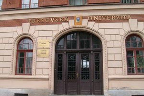 Prešovská univerzita musí riešiť sťažnosti na docenta.