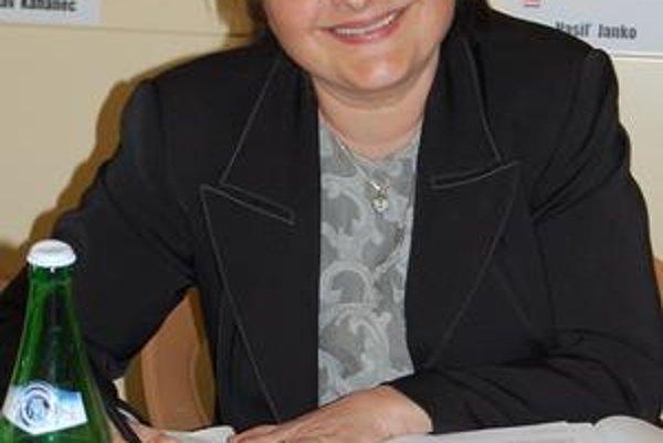 Soňa Bošelová navrhla prijať opatrenia k hospodáreniu, MsZ ich odmietlo.