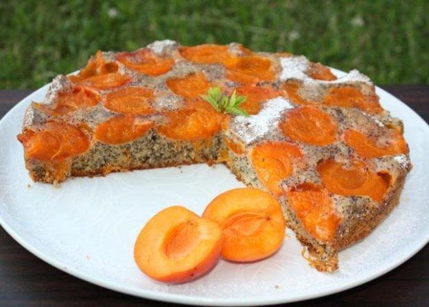 Marhuľový koláč s makom