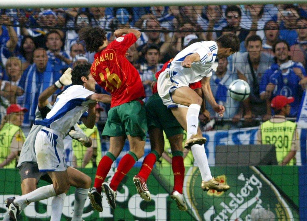 Charisteas si našiel miesto v obrance Portugalska a rozhodol o triumfe Grécka.