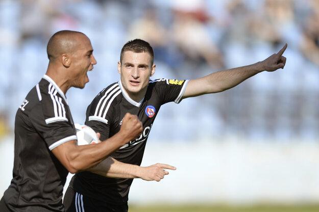 Gino van Kessel (vľavo) a Matúš Bero patria medzi najdôležitejších hráčov AS Trenčín.