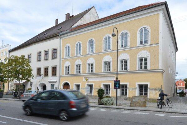 Exteriér Hitlerovho rodného domu.