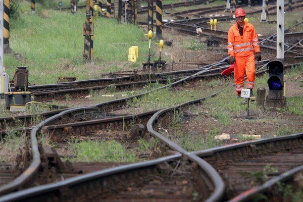 Na to, aby mohli po Slovensku v budúcnosti jazdiť vlaky rýchlejšie, idú stámilióny.