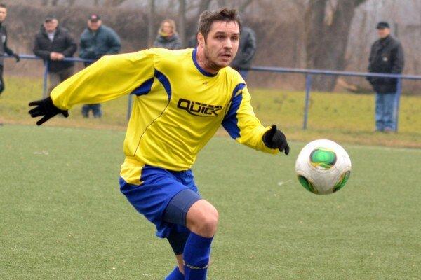 Tomáš Krochta. So spoluhráčmi mal z prvej výhry veľkú radosť.