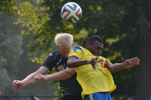 Postaral sa o víťazstvo. Giovanni Cairo (vpravo) strelil jediný gól zápasu.