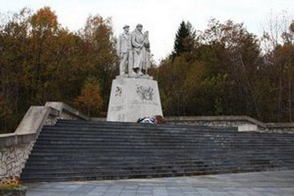 Pamätník na Dargove.
