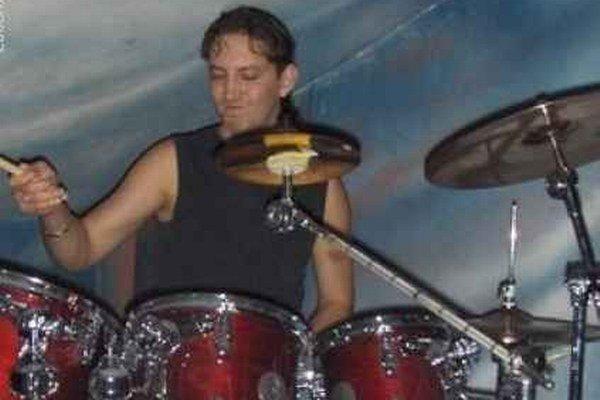 Bubeník Pavol Fabián. Ako bubeník zažiaril aj v súťaži rockových kapiel.