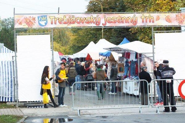 Jesenné trhy. V Trebišove vládol poriadny ruch trhovníkov.