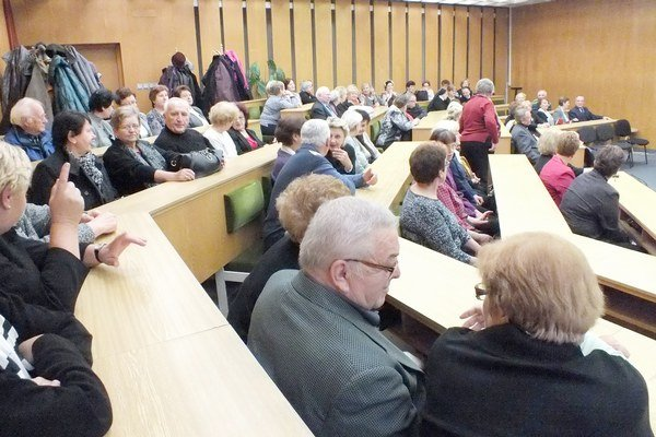 Šikovní seniori sa vzdelávali. Šancu využilo 122 Trebišovčanov.