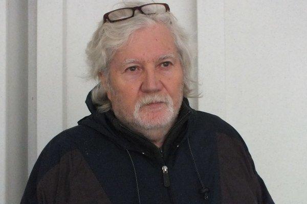 Peter Ďurišin. Pracuje s kamerou, píše scenára a filmuje.