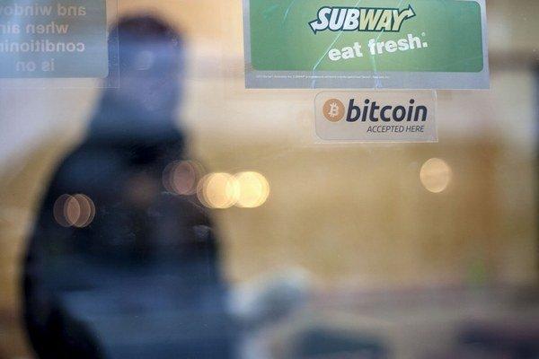 Platba bitcoinom vyvolala záujem, no húfy ľudí zatiaľ nepritiahla.