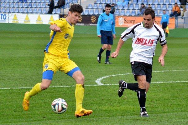 Dlhoročný kapitán Slavoja je späť. Stredopoliar Jaroslav Capko (vpravo) bude pôsobiť v pozícii hrajúceho asistenta trénera.