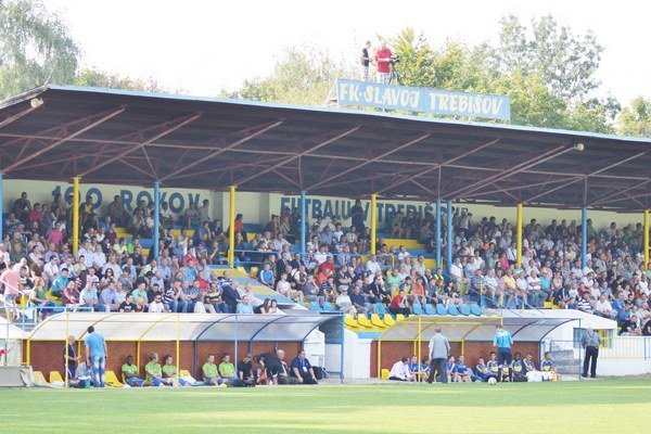 Futbal v Trebišove. Mal by sa dočkať nového ihriska.