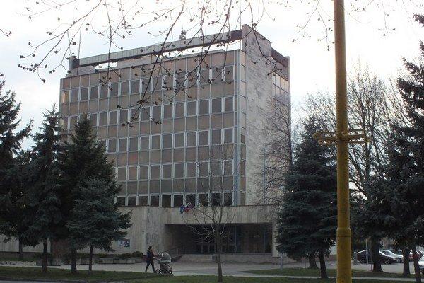 Mestský úrad v Trebišove. Zaoberá sa už prvými podnetmi od obyvateľov.