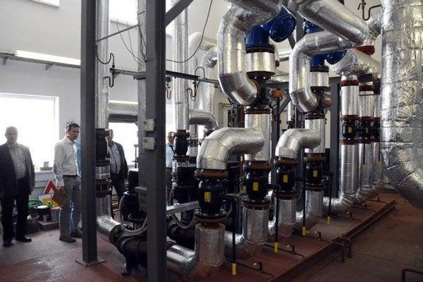 Moderná koncepcia vykurovania mesta nahrádza výrobu tepla z ruského zemného plynu biomasou. Nová kotolňa v Trebišove bude najväčším energetickým zdrojom využívajúcim slamu ako palivo. Na snímke interiér kotolne.