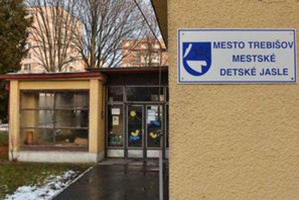 Poplatok za jasle stúpne v Trebišove až o 100 eur mesačne. Niektoré mamičky radšej ostanú s deťmi doma.