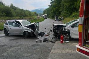 Pri nehode troch áut pri Párnici vyhasol ľudský život