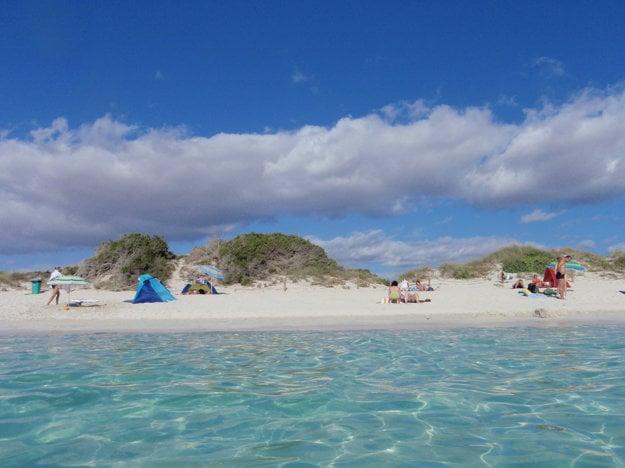 Populárna nuda pláž je aj Es Trenc na španielskej Malorke.