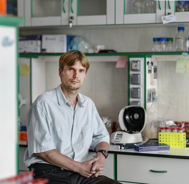 Docent Juraj Gregáň z Univerzity Komenského v Bratislave. Pod jeho vedením sa vedeckému tímu podarilo objaviť nový proteín Dbl2.