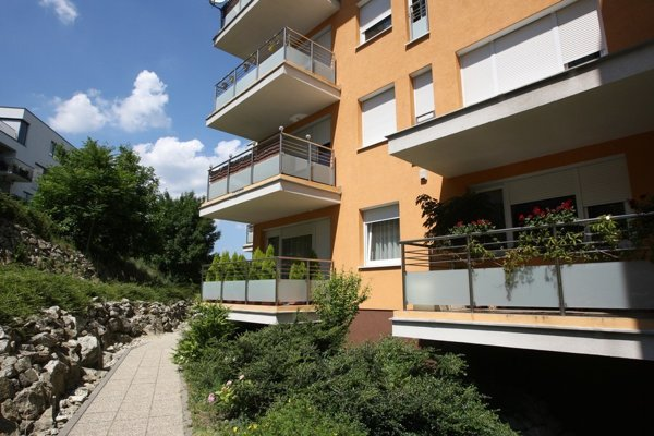 Podpredseda parlamentu a šéf poslaneckého klubu Smeru Martin Glváč mlčí o kúpnej cene za byt, v ktorom býva.