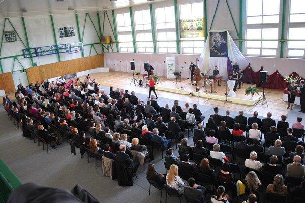 Náš učiteľ, náš učiteľ. Tradičné podujatie hostilo desiatky učiteľov z regiónu.