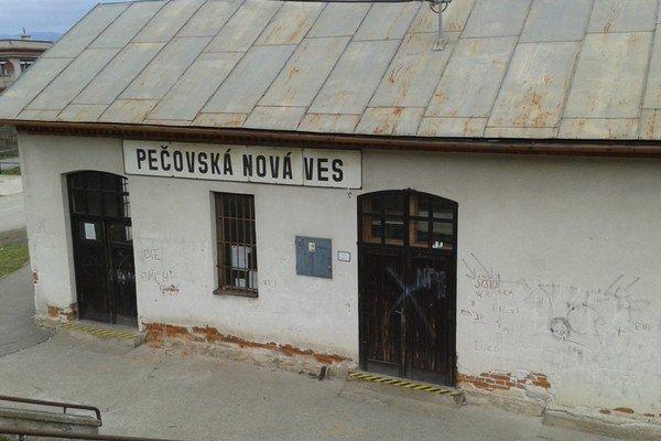 Stanica v Pečovskej Novej Vsi. Do konca mesiaca by mala byť vynovená a otvorená pre cestujúcich.