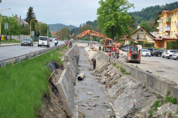 Práce na regulácii Lipianskeho potoka tesne pred dokončením.