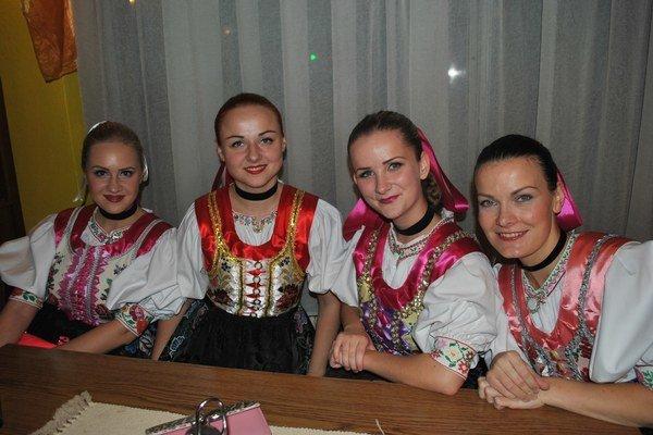 Dievčatá zo ŽSS Záborský Župčany žijú folklórom už odmala.