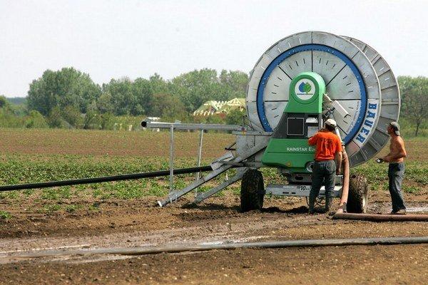 Ak budú za vodu platiť, môžu poľnohospodári zavlažovať menej.