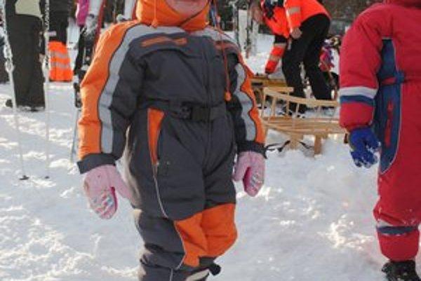 Adelka na lyžiach stála prvýkrát.
