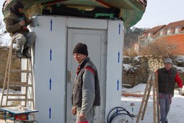 Výstavba. Na novom hygienickom zariadení v Sabinove už pracujú.