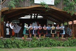 Spevácka skupina Jazero. Ženy si na podujatí veselo zaspievali.
