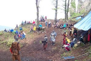 Hanigovský nový hrad. Vlani tu predviedla šermiarske boje skupina Cohors.