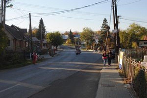 Ľudia v Krivanoch sa kúrenia drevom nechcú vzdať.