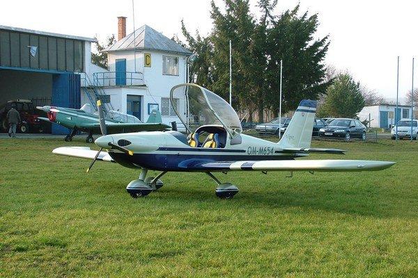 Lietadlo Viper na letisku v Ražňanoch.