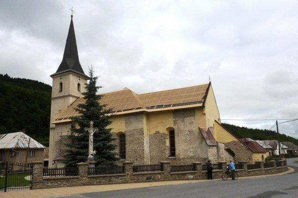Pohľad na kostol v Nižnom Slavkove.