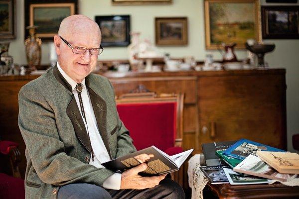 Jubilant Imrich Točka je autorom množstva knižných publikácií s rôznou tematikou.