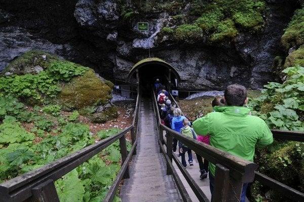 Vstup do Dobšinskej ľadovej jaskyne.