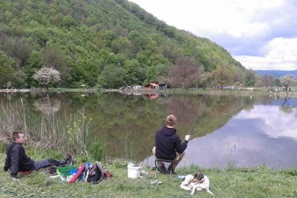 Revír vo Vlachove. Od 1. júna lovia aj kapra.