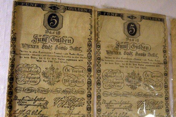 Čo ponúka Historická expozícia Baníckeho múzea. Najvzácnejšie a najstaršie bankovky v zbierkach múzea sú bankocetle (Bancozettel).