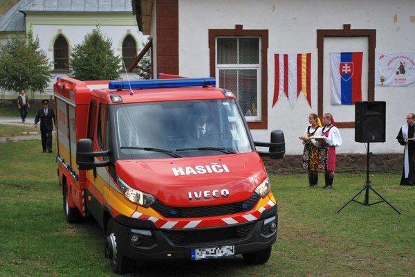 Nové vozidlo. Odovzdať ho prišiel minister Kaliňák.