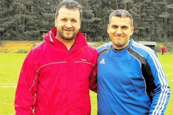 Brankári. V gemerskom derby O. Skokan (vpravo) nastúpil v bráne Gemerskej Hôrky proti svojmu priateľovi M. Almášimu, ktorý obliekal dres Krh. Podhradia.
