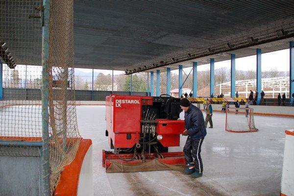 Zimný štadión. Opravy budú trvať do konca marca.