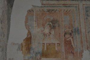Fresky vkostole. Ich pôvod pripisujú talianskym autorom.