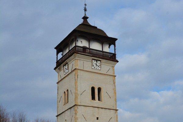 Strážna veža. Rožňavčanom poskytuje čo najpresnejší čas.