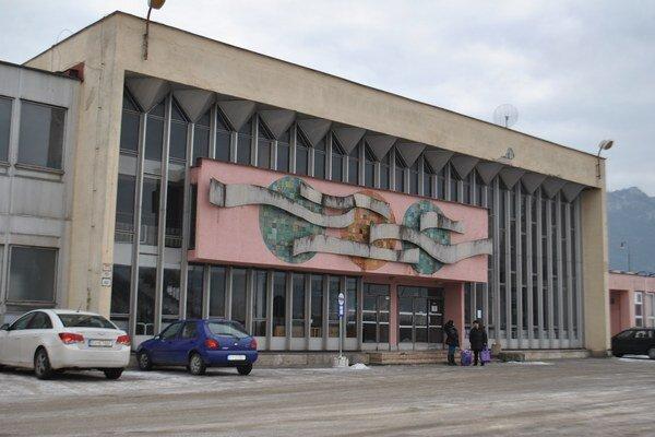 Rožňavská stanica. Je jednou z 57 staníc, kde od Nového roka platia určité dopravné štandardy.