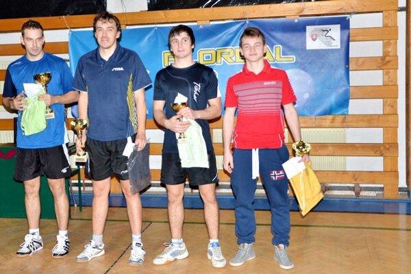 Medailisti. Štvorica najlepších, zlava víťaz P. Šereda, T. Šereda a dvojica semifinalistov J. Figeľ a A. Valuch.