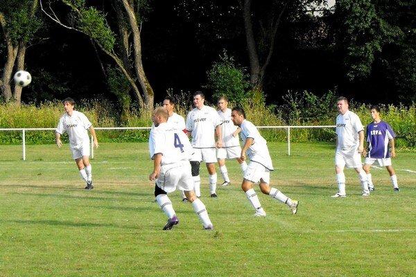 Futbalisti Lipovníka s prehľadom vedú súťaž.